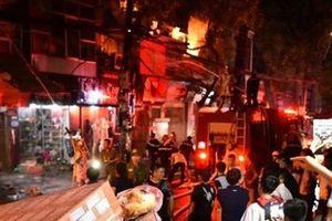 8 nhà dân bị thiêu rụi trong vụ hỏa hoạn ở đường Đê La Thành