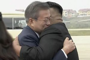 Ông Kim Jong-un đích thân ra sân bay đón Tổng thống Hàn Quốc