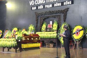 Đông đảo nghệ sĩ Việt tiễn đưa 'ông trùm hài Tết' Phạm Đông Hồng