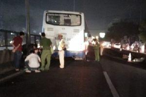 Đi bộ vượt qua dải phân cách, người đàn ông bị xe khách tông tử vong