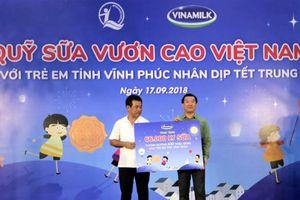 Quỹ sữa Vươn cao Việt Nam và Vinamilk đem niềm vui trung thu đến cho trẻ em tỉnh Vĩnh Phúc