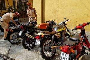 Xử phạt xe vi phạm, phát hiện 4 mô tô 'khủng' không rõ nguồn gốc
