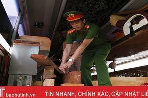 Xe khách biển Lào chở 5 tấn gỗ đinh hương trái phép ra Bắc tiêu thụ