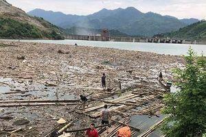 Xử lý bãi rác khổng lồ 'bức tử' hồ thủy điện Bản Vẽ