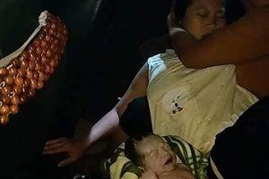 Video nam tài xế đỡ đẻ trên xe taxi gây sốt