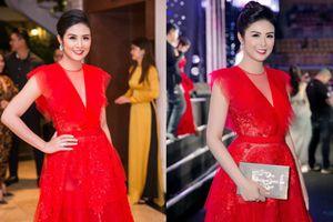 Váy mặc hôm trước chưa kịp 'bung lụa', nên Hoa hậu Ngọc Hân đã không ngại diện lại vào ngày hôm sau