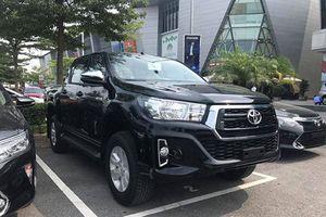 Toyota Hilux 2.4E bản mới tại Việt Nam có gì mới?