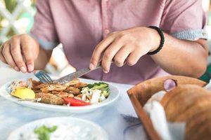 Chúng ta ăn nhựa hàng ngày mà không hề hay biết