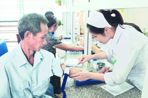 Nhiều khó khăn trong triển khai khám, chữa bệnh bảo hiểm y tế vào ngày nghỉ, lễ
