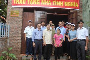 Bàn giao nhà Chữ thập đỏ cho hộ nạn nhân chất độc da cam