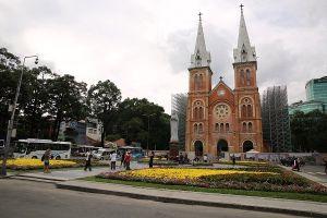'Áo mới' của công viên trước nhà thờ Đức Bà