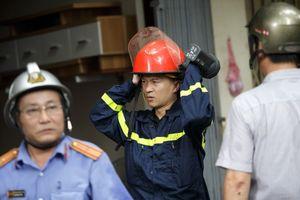 Khói đen xuất hiện trở lại tại hiện trường vụ cháy ở Đê La Thành