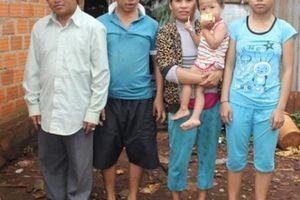 Bị suy tim, vẫn bán rau cả đêm nuôi chồng mù và 2 con bị bệnh