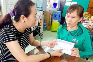 Trao 36,7 triệu đồng giúp cháu Lê Thành An chữa bệnh
