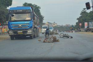 Hà Nội: Xe 'hổ vồ' trọng tải lớn tung hoành 'phá nát' Quốc lộ 21A
