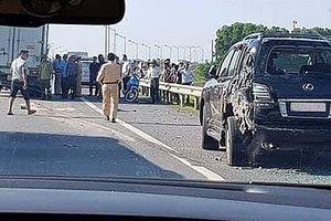 Tài xế xe Lexus bị xe tải đâm tử vong khi xuống làm việc với CSGT