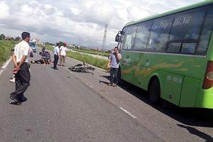 Nam Định: Xe máy đâm trực diện xe khách, 2 thanh niên tử vong