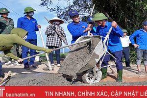 12.000 lượt ĐVTN Thạch Hà giúp dân xây dựng NTM