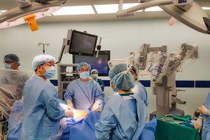 Phẫu thuật robot trị ung thư tiền liệt tuyến cho bác sĩ người Nhật