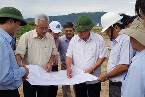 Bí thư Tỉnh ủy Bình Định kiểm tra phương án nạo vét khu lấn biển Mũi Tấn 