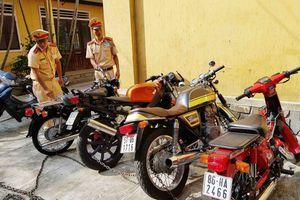 Phát hiện nhiều mô tô 'khủng' không rõ nguồn gốc sắp tuồn vào Sài Gòn
