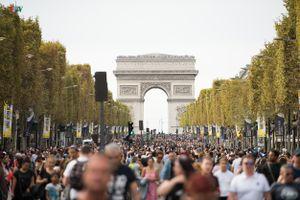 Champs- Élyseés trở thành phố đi bộ trong ngày Car-Free Day
