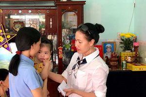 Sở Tư pháp TP.HCM thăm, tặng quà các đơn vị Hải quân Vùng 4