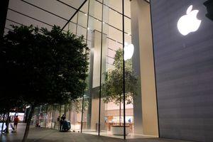 Xếp hàng sớm mua iPhone XS ở Singapore, người Việt bị giải tán