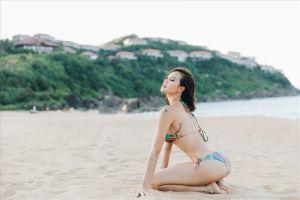 Phương Mai mặc bikini, tạo dáng sexy trong kỳ nghỉ ở resort 6 sao Lăng Cô