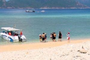 Côn Đảo quá tải du khách, môi trường ô nhiễm