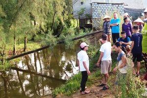 Bé 17 tháng tuổi chết đuối, gia đình mang tới UBND phường 'bắt đền'