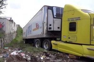Nhà xác hết chỗ, xe container chở 157 thi thể bị bỏ ở khu dân cư