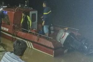 Đứng cạnh bờ sông, một Việt kiều 78 tuổi rơi xuống nước mất tích