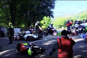 Loạt tai nạn lật xe kinh hoàng của các tay lái mô tô