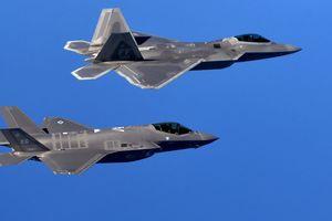 Bí ẩn chiến đấu cơ 'con lai' F-22 và F-35