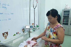 Cứu thành công bàn tay bé sơ sinh bị hoại tử lồi xương