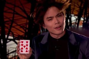 'Thần bài' kỳ vọng giành 1 triệu USD với màn 'thả tim' thần sầu