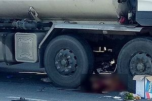 Va chạm với xe bồn, 2 người đàn ông đi xe máy tử vong tại chỗ