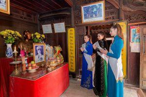 Hoa hậu, Á hậu Áo thăm nhà Đại tướng Võ Nguyên Giáp