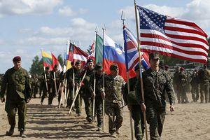 Gần 950 binh sĩ NATO đổ xô tới Ukraine làm gì?