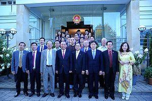 Phó Thủ tướng Trương Hòa Bình gặp gỡ người Việt tại Ba Lan