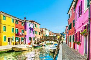 10 thành phố và thị trấn rực rỡ sắc màu trên thế giới khiến các tín đồ du lịch không thể ngoảnh mặt làm ngơ