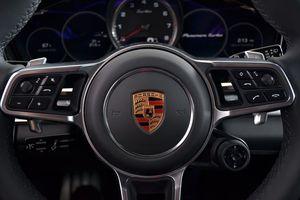 Toyota, Ferrari, Porsche kiếm được bao nhiêu tiền mỗi giây?