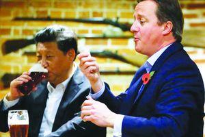 Du khách Trung Quốc theo chân ông Tập Cận Bình đến Anh ăn cá rán?