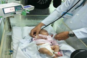 Cứu bé sơ sinh bị hoại tử lộ xương bàn tay