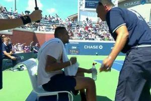 Trọng tài tennis bị đình chỉ 2 giải đấu vì động viên tay vợt trên sân
