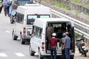 Dừng xe nơi biển báo cấm, xe khách bị thu hồi phù hiệu