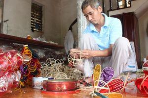 Nghệ nhân 45 năm giữ hồn Trung thu bằng đồ chơi truyền thống