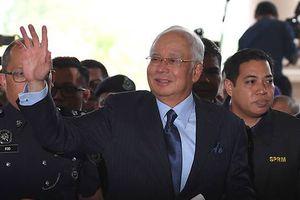 Cựu thủ tướng Malaysia bị khép hàng chục tội danh
