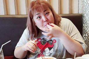 'Thánh ăn' Yang Soo Bin thưởng thức món gà rán Hàn Quốc